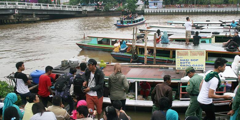 Banjarmasin Balikpapan Semarak Tepi Sungai Martapura Kompas Suasana Pasar Terapung
