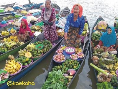 Minggu Pagi Pasar Terapung Siring Tendean Banjarmasin Oleh Aneka Hasil