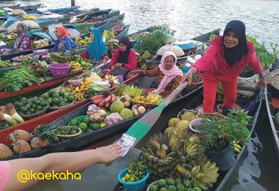 Minggu Pagi Pasar Terapung Siring Tendean Banjarmasin Oleh Tukar Jual