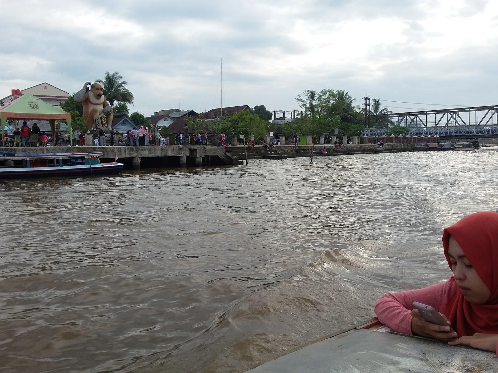 Pasar Terapung Siring Kota Banjarmasin Kalimantan Selatan Indonesia Pun Melalui
