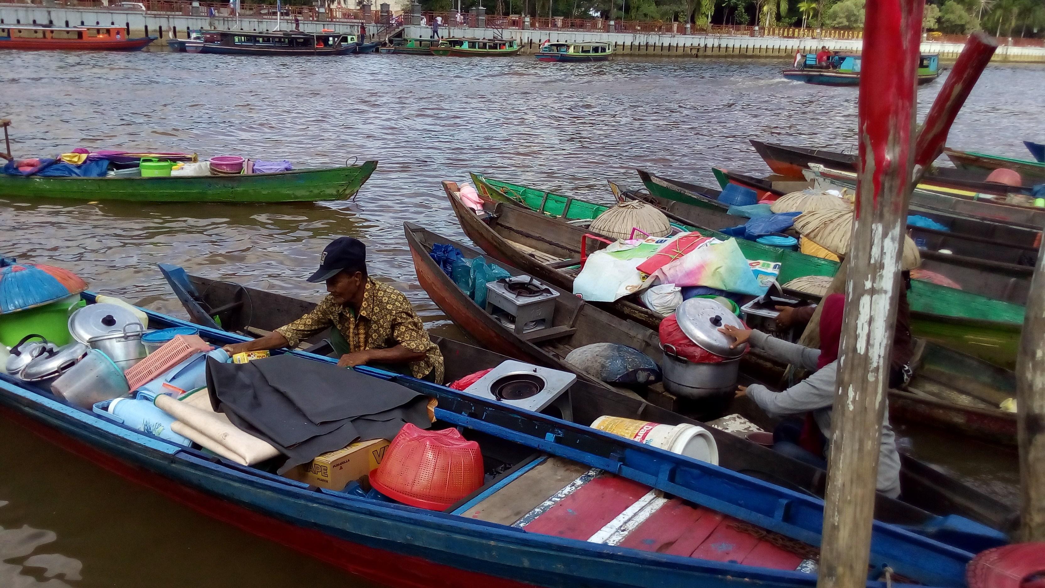 Pasar Terapung Siring Sungai Martapura Banjarmasin Pedagang Kab