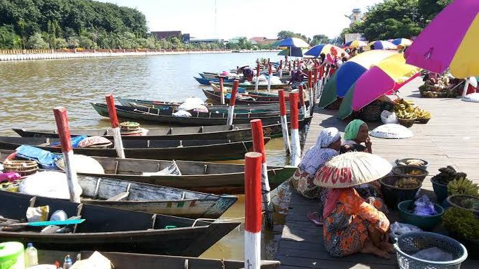 Pasar Terapung Tepian Siring Banjarmasin Asyik Berburu Soto Banjar Ketupat