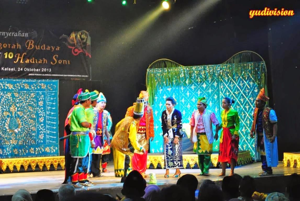 Ambin Sayup Pergelaran Teater Tradisi Mamanda Bulan Kutimang Gedung Balairung