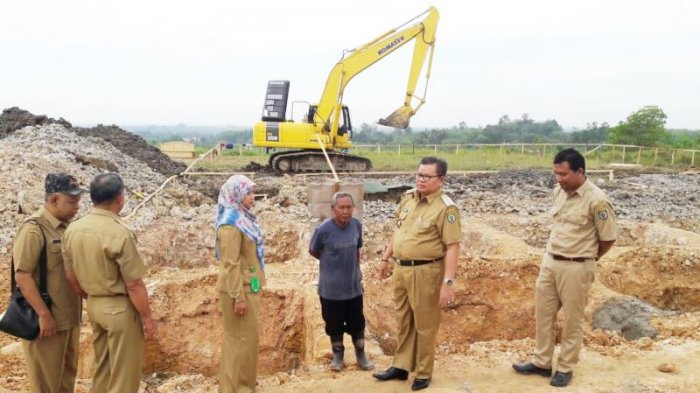 Bupati Ansharuddin Pantau Pembangunan Taman Budaya Kawasan Garuda Maharam Paringin