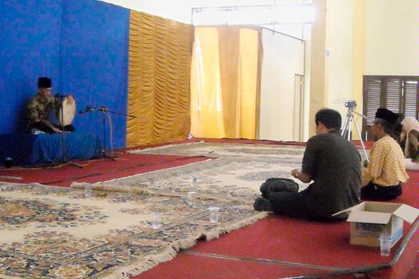 Cabik Lunik Seni Tradisional Lamut Budaya Tutur Perlahan Akbar Menabuh