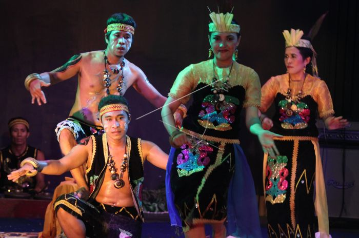 Festival Kesenian Daerah Antara Foto Tim Kabupaten Tabalong Membawakan Tari