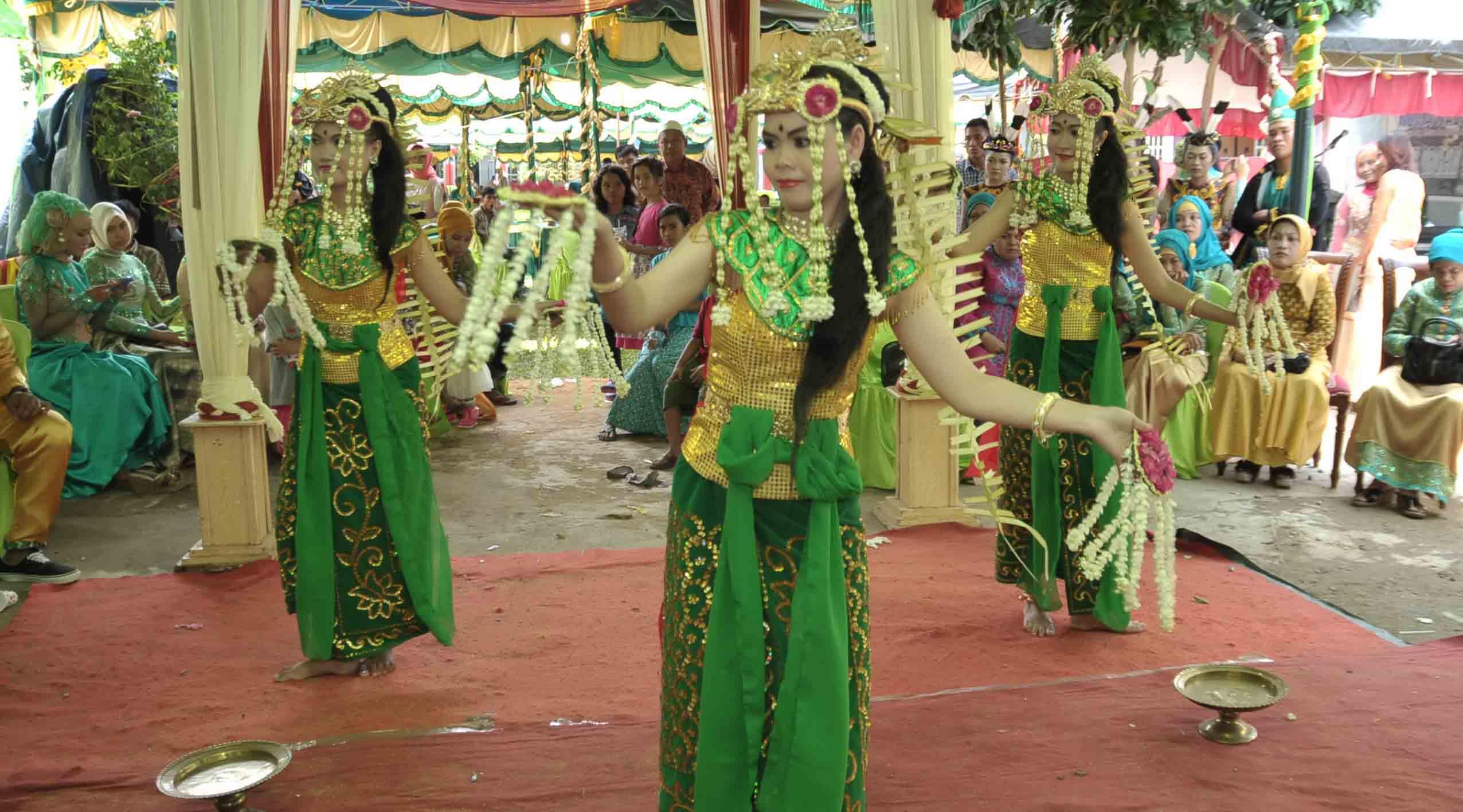 Tarian Tradisional Kalimantan Selatan Penjelasannya Azamku Baksa Kambang Taman Budaya