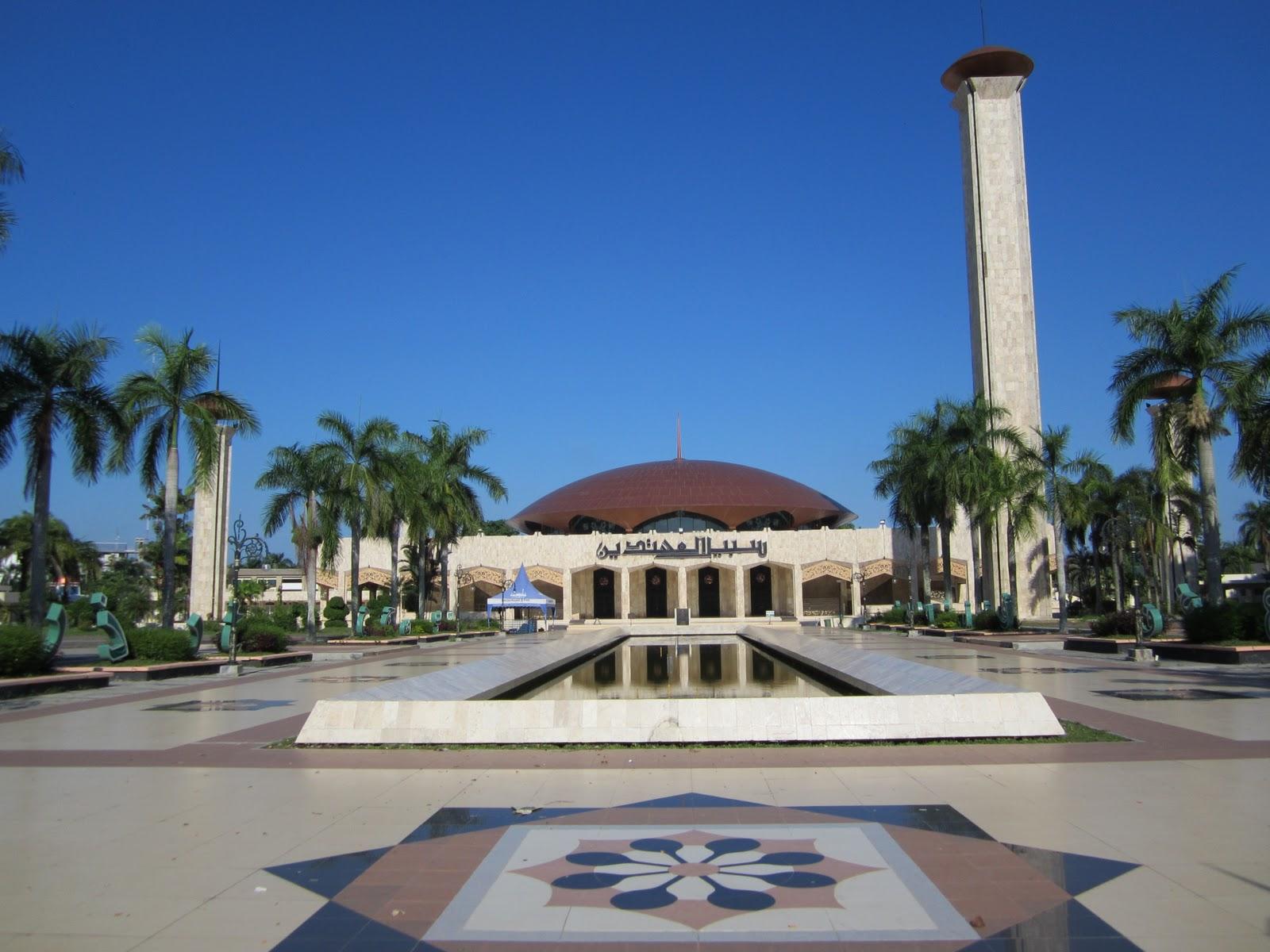 Masjid Raya Sabilal Muhtadin Besar Jantung Kota Banjarmasin Mosque Indonesia