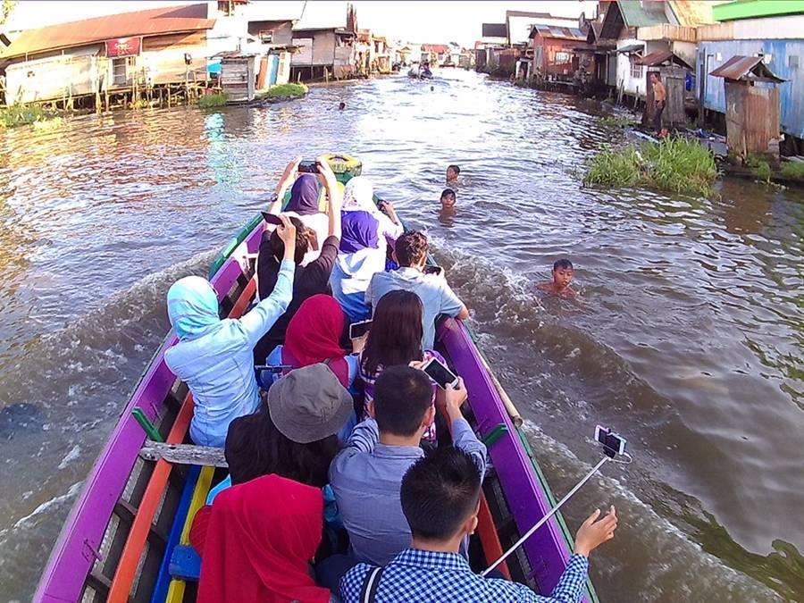 13 Tempat Wisata Banjarmasin Kunjungi Taman Siring Sungai Martapura Kab