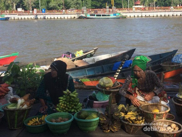 Bukan Thailand Pasar Terapung Banjarmasin Taman Siring Kota Sungai Martapura