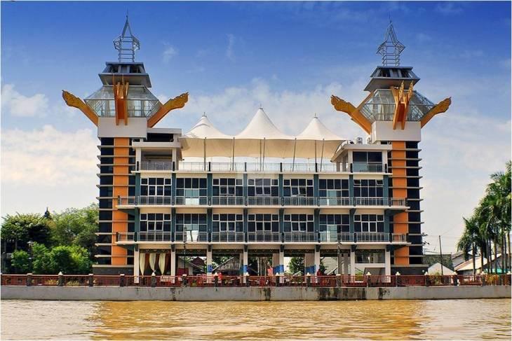 Menara Pandang Banjarmasin Wisata Kalsel Taman Siring Sungai Martapura Kab
