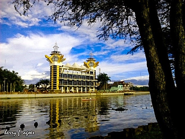 Mengenal Tempat Wisata Banjarmasin Kalimantan Selatan Seni Kampung Sasirangan Taman