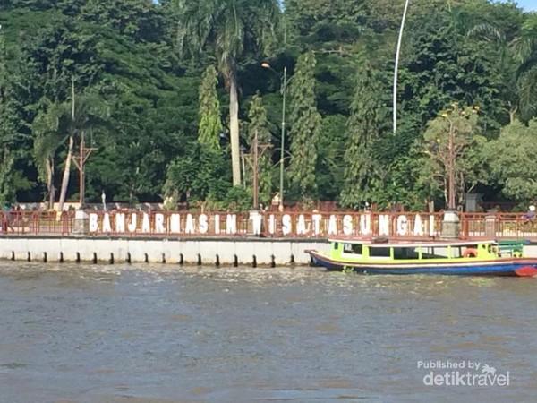 Pasar Terapung Lok Baintan Ikonnya Banjarmasin Taman Siring Sungai Martapura