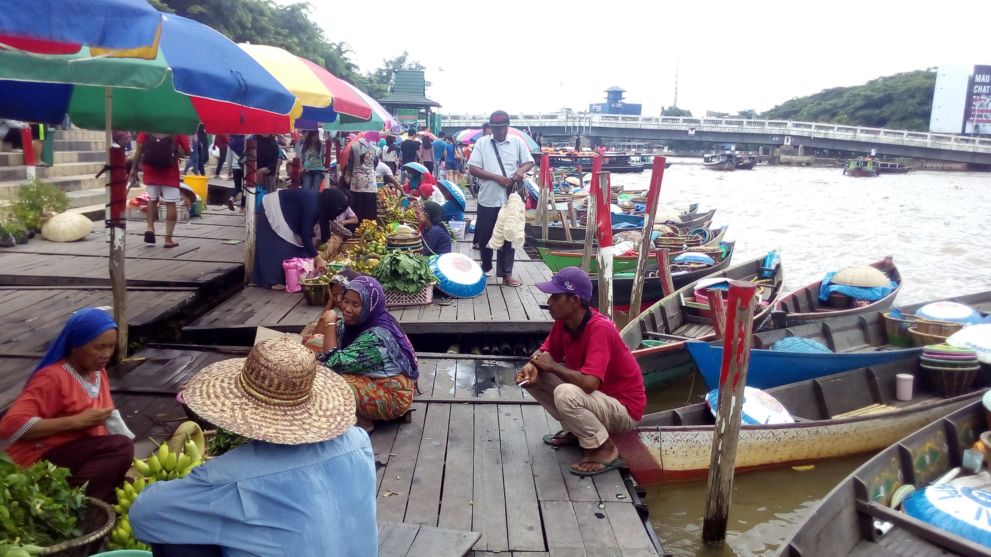 Pasar Terapung Siring Sungai Martapura Banjarmasin Wisatabanajarmasin Pedagang Buah Buahan