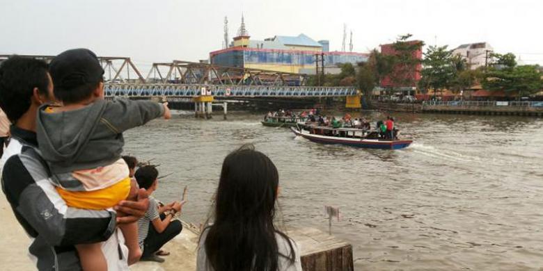 Patung Bekantan Ikon Kota Banjarmasin Kompas Dekat Pengunjung Bisa Bersantai