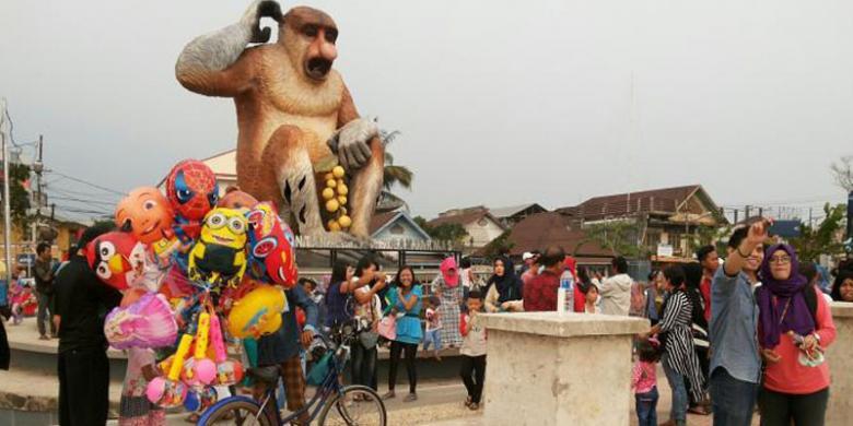 Patung Bekantan Ikon Kota Banjarmasin Kompas Taman Siring Sungai Martapura