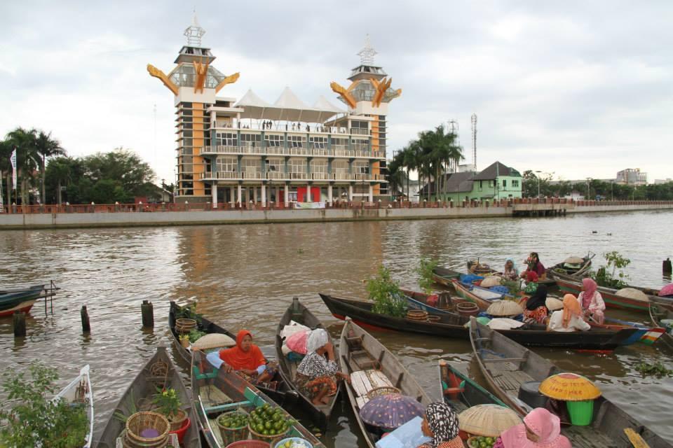 Pesona Kota Banjarmasin Wisata Kalsel Taman Siring Sungai Martapura Kab