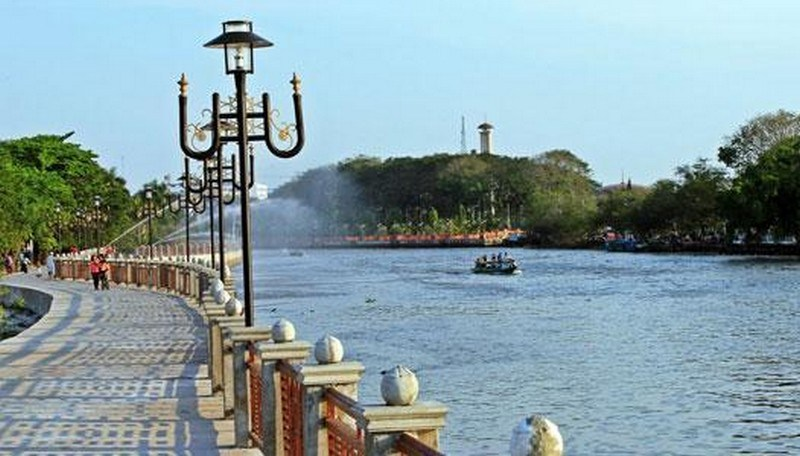 Pesona Wisata Banjarmasin Taman Siring Jpg Sungai Martapura Kab