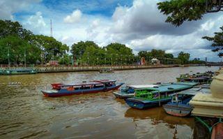 Visitkalsel Instagram Tagged Deskgram Taman Siring Sungai Martapura Banjarmasin Objek