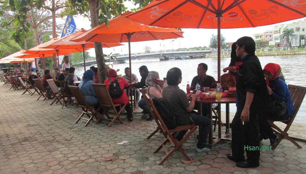 Wisata Kuliner Tepian Sungai Martapura Banjarmasin Kabar Paman Anum Tak