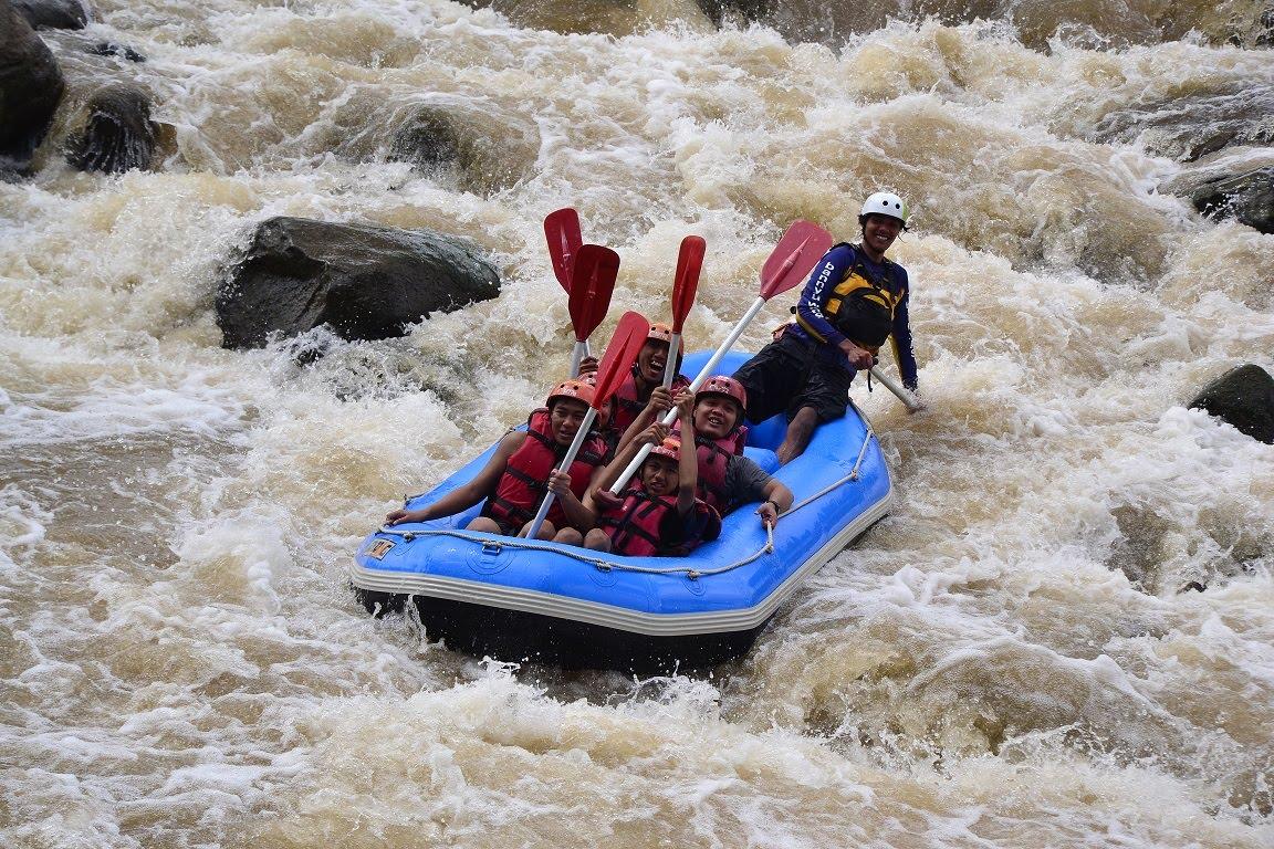 Arung Jeram Sungai Serayu Alami Banjarnegara Jawa Tengah Anglir Mendung