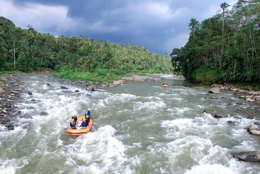 Dua Tewas Kecelakaan Arung Jeram Sungai Serayu Ilustrasi Arum Kab