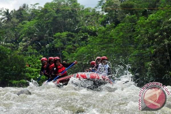 Dua Tewas Mengikuti Arum Jeram Sungai Serayu Antara Kab Banjarnegara