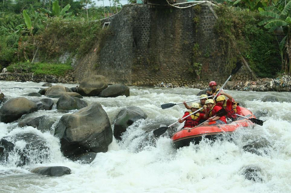 Indahnya Berkunjung 6 Tempat Wisata Banjarnegara Arung Jeram Sungai Serayu