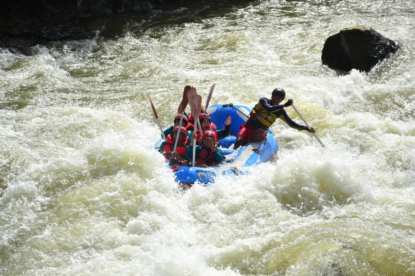 Paket Rafting Sungai Serayu Banjarnegara Pikas Artventure Resort Arung Jeram