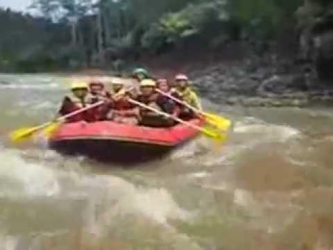 Serayu Adventure Indonesia Rafting Arung Jeram Sungai Banjarnegara Youtube Arum
