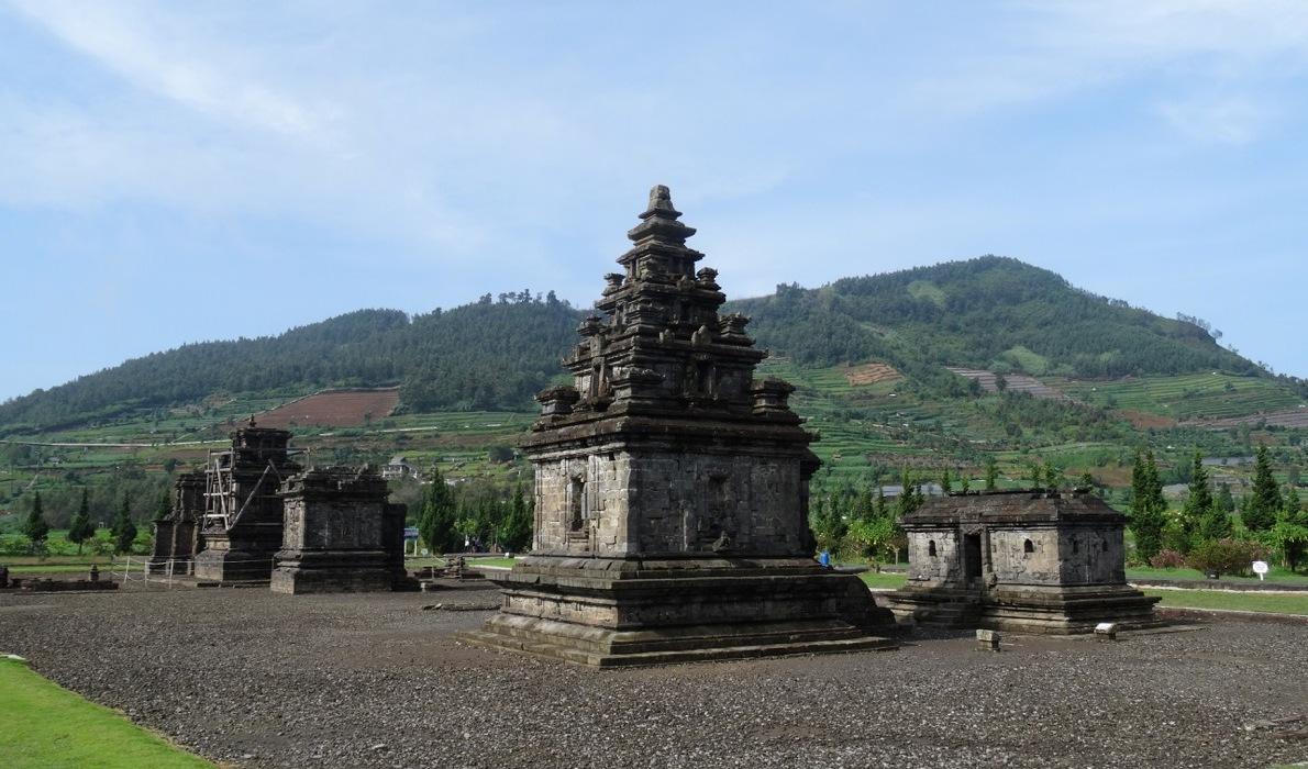 Dataran Tinggi Dieng Aroma Belerang Candi Bersejarah Bima Kab Banjarnegara