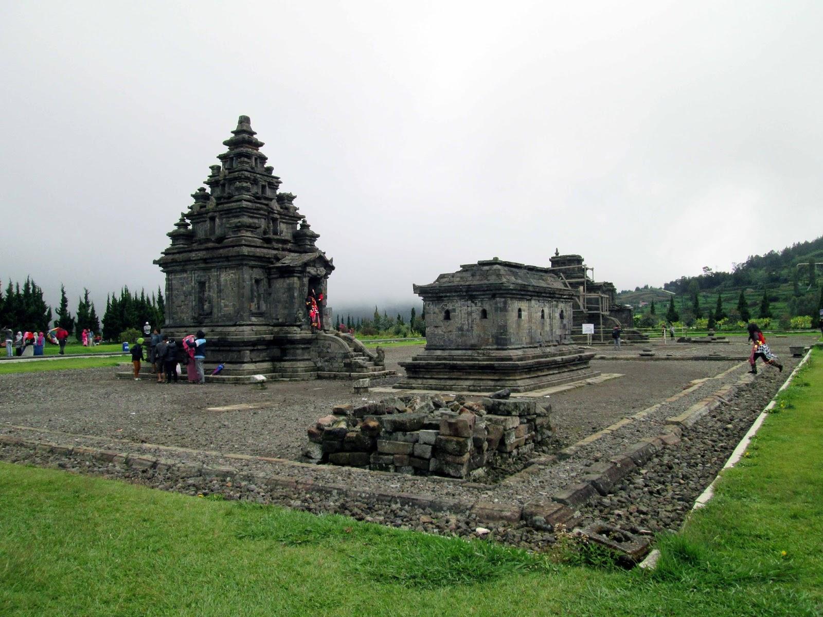 Candi Arjuna Dieng Kulon Batur Banjarnegara Jawa Tengah Parmipadgo Kompleks