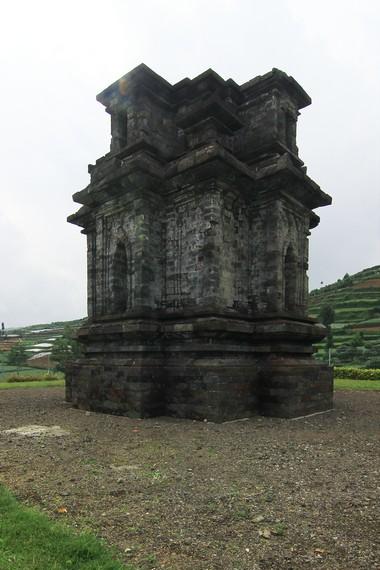 Candi Dwarawati Menyendiri Antara Ladang Kentang Ketiga Arca Diperkirakan Didirikan