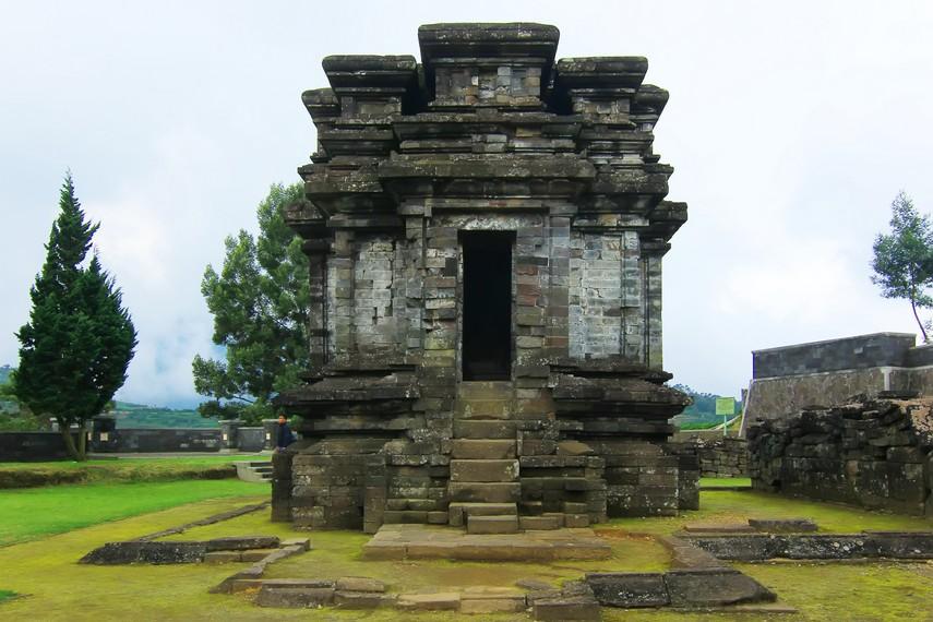 Candi Gatotkaca Dataran Dieng Dwarawati Kab Banjarnegara