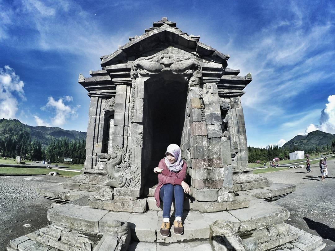 Komplek Candi Arjuna Arum Lutfi Dwarawati Dieng Kab Banjarnegara