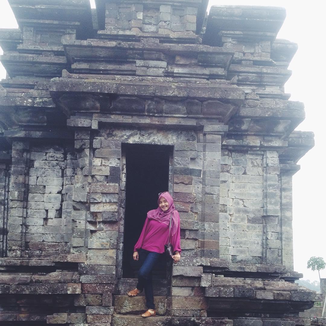 Candi Dwarawati Nafisyahtriassari Gatotkaca Dieng Kab Banjarnegara