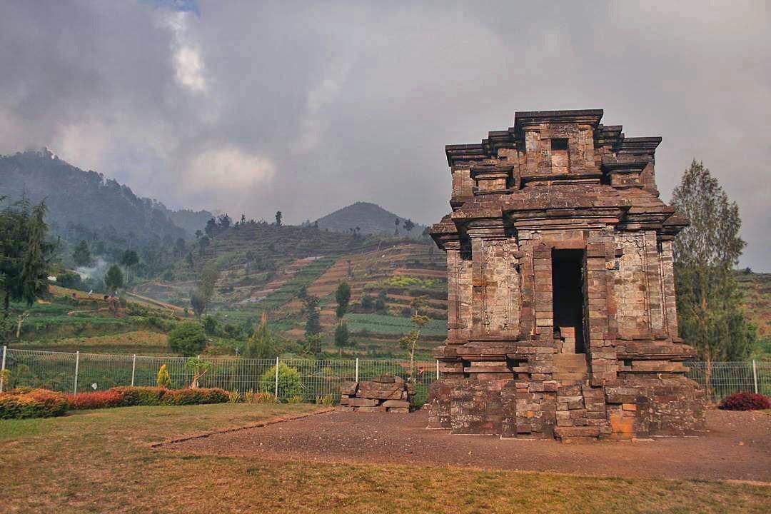 Candi Dwarawati Tersembunyi Paket Wisata Dieng Tour Image Result Gatotkaca