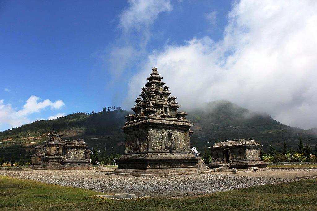 Komplek Candi Arjuna Dieng Mahakarya Indonesia Halodieng Gatotkaca Kab Banjarnegara