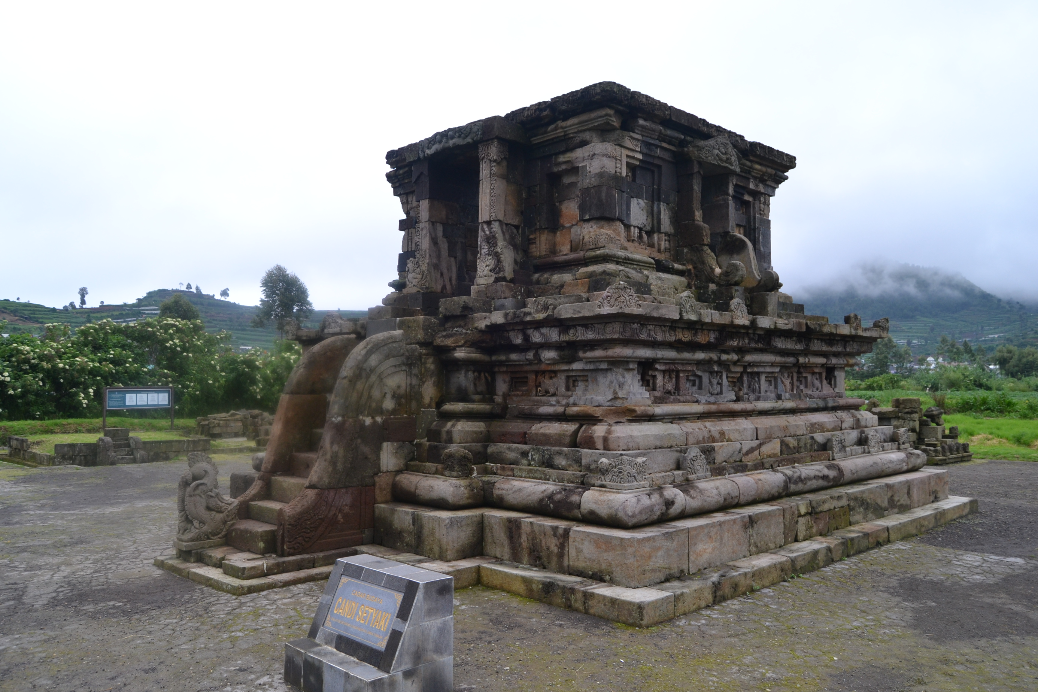 Sityus Candi Setyaki Dieng Situs Gatotkaca Kab Banjarnegara