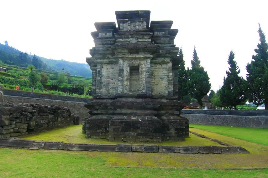Tersisa Kompleks Candi Gatotkaca Indonesiakaya 5 Bangunan Berdiri Dieng Kab