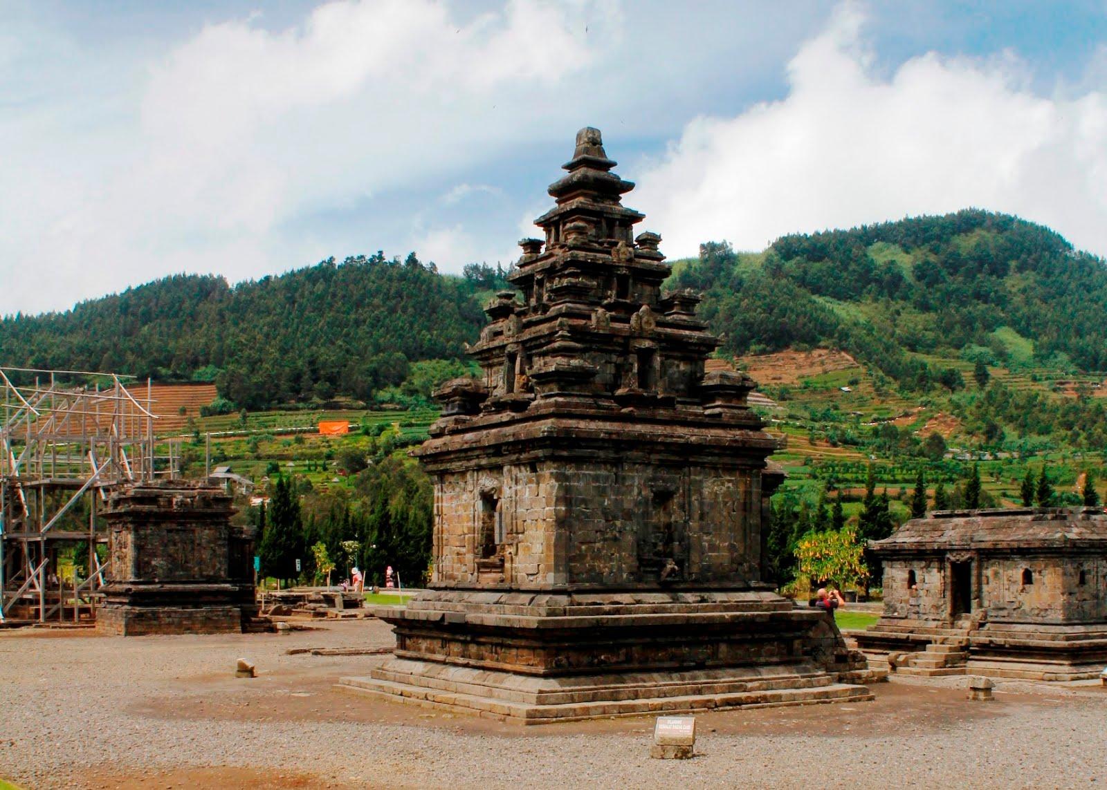 Kompleks Candi Arjuna Banjarnegara Jawa Tengah Dieng Memang Tidak Sebesar
