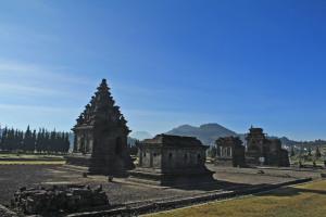 Kompleks Candi Arjuna Dieng Mahakarya Atas Kaldera Diengnesia Komplek Percandian