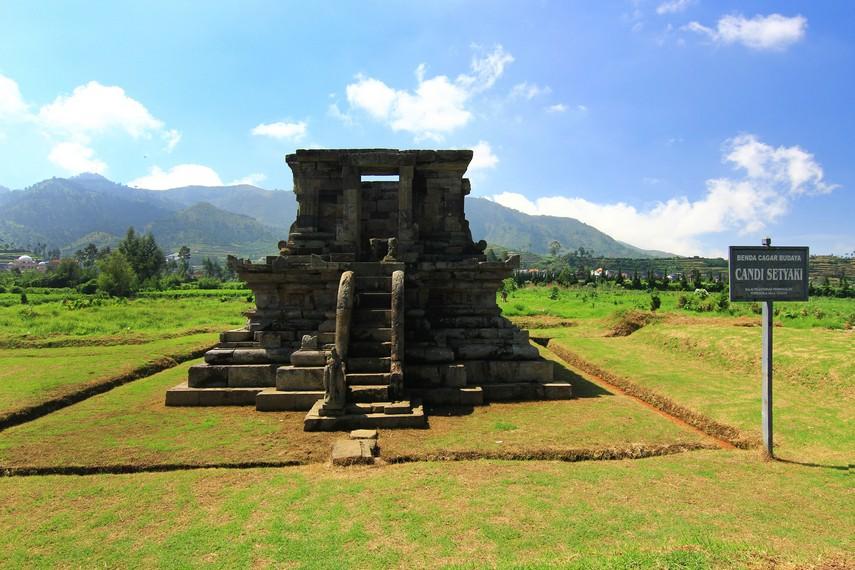 Kompleks Candi Arjuna Terbesar Dieng Halnya Sebagian Besar Dataran Tinggi