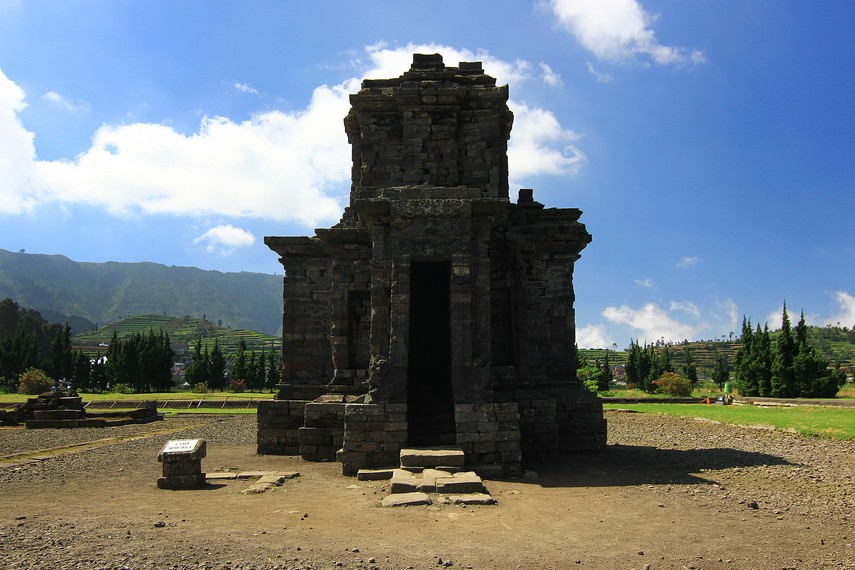 Kompleks Candi Arjuna Terbesar Dieng Sembadra Diperkirakan Akhir Bangun Bangunan