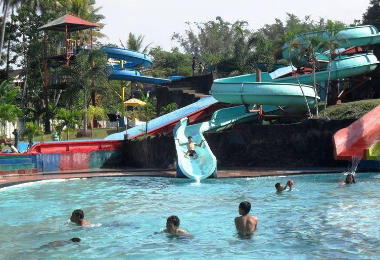 Seru Murah Meriah Inilah 4 Water Park Jawa Tengah Surya