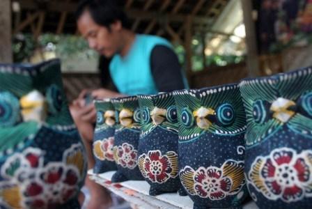 Desa Wisata Kerajinan Batik Kayu Krebet Bantul Kab