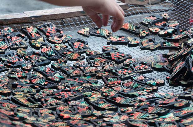 Krebet Dusun Pengrajin Wayang Klithik Berhias Motif Batik 10 Tempat
