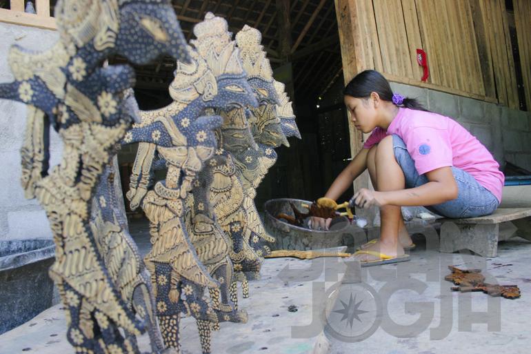 Menilik Wayang Batik Desa Krebet Jalanjogja Destinasi Kerajinan Wisata Kayu