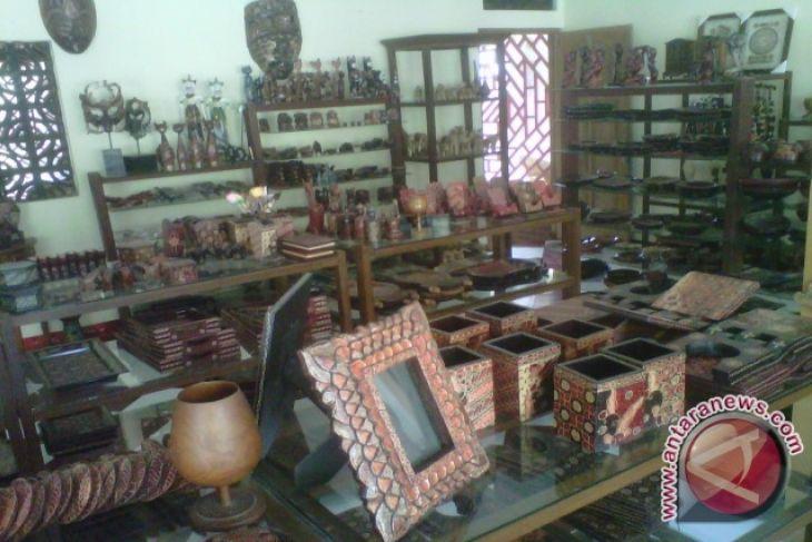 Perajin Batik Kayu Bantul Tambah Pajangan Kerajinan Antara News Produksi