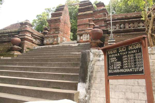Makam Imogiri Yogyakarta Yogya Gudegnet Papan Penunjuk Waktu Operasional Raja
